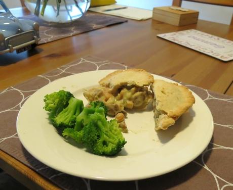 Chickpea, leek and mushroom pie